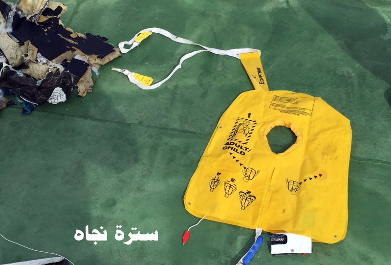 Công bố hình ảnh đầu tiên về mảnh vỡ của chuyến bay Ai Cập gặp nạn - ảnh 3