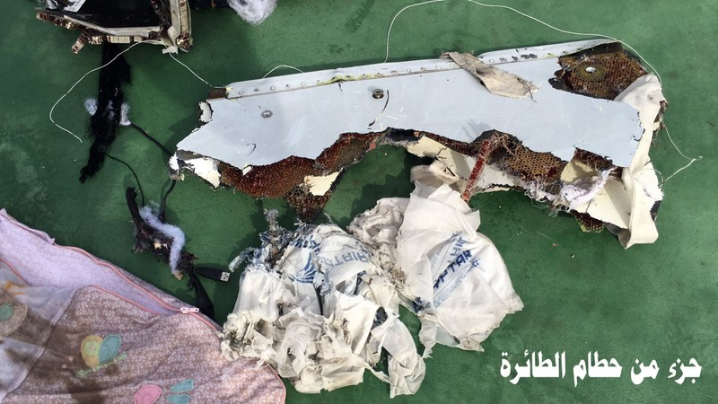 Công bố hình ảnh đầu tiên về mảnh vỡ của chuyến bay Ai Cập gặp nạn - ảnh 4
