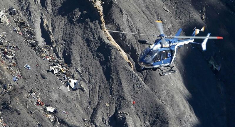 Pháp: Rơi trực thăng trong lúc bay huấn luyện, 4 cảnh sát thiệt mạng - ảnh 1