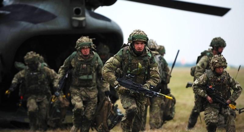Anh tính triển khai 1.000 quân cùng xe tăng đến gần biên giới Nga - ảnh 1