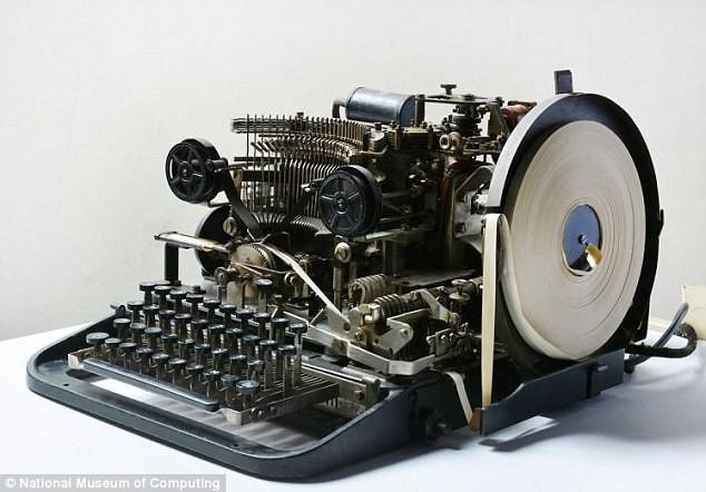 Bất ngờ tìm thấy máy gửi tin nhắn tuyệt mật của Hitler  - ảnh 1
