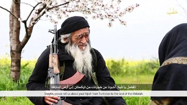 IS tung ảnh 'lão chiến binh' người Trung Quốc - ảnh 2