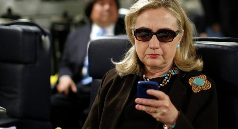 FBI: Bà Clinton dùng điện thoại riêng chỉ đạo không kích ở nước ngoài - ảnh 1