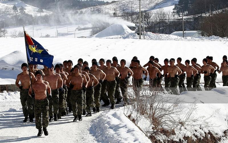 lính Hàn Quốc tập luyện