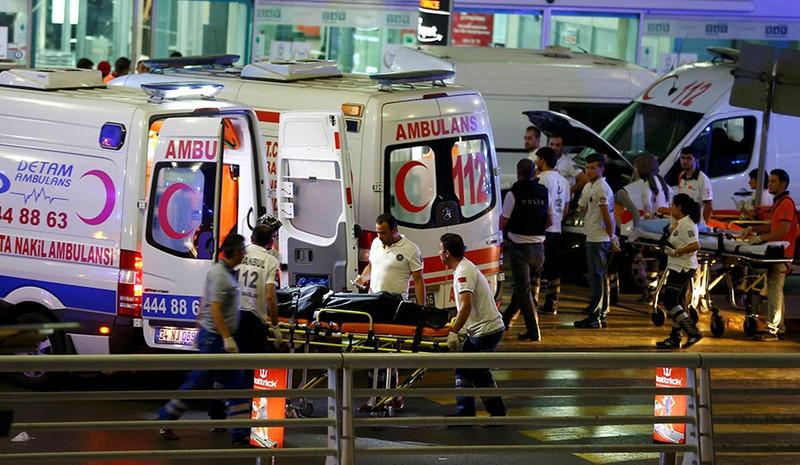lực lượng chức năng Thổ Nhĩ Kỳ cứu người bị thương