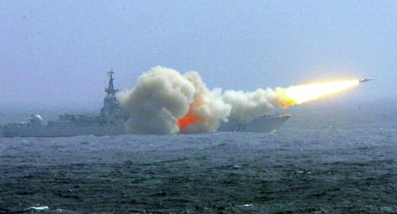 Trung Quốc dùng tên lửa thật tập trận ở Hoàng Sa