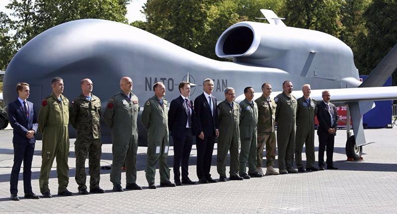nhân viên quân sự NATO