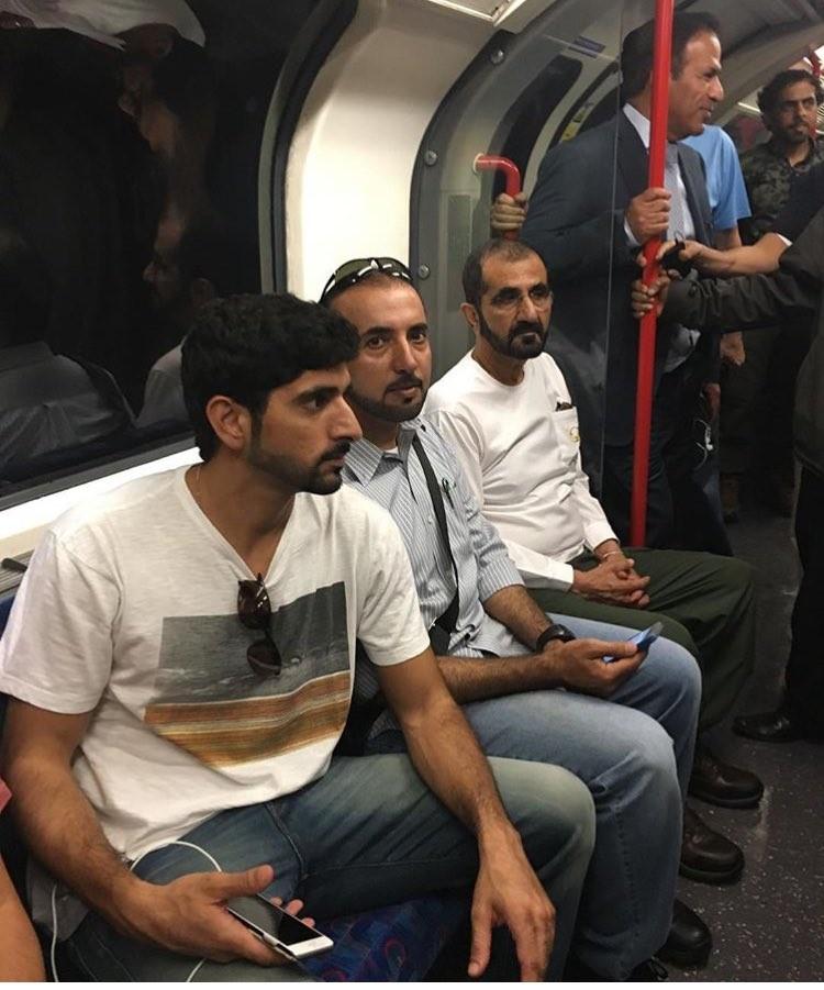 hoàng gia Dubai ngồi tàu điện ngầm