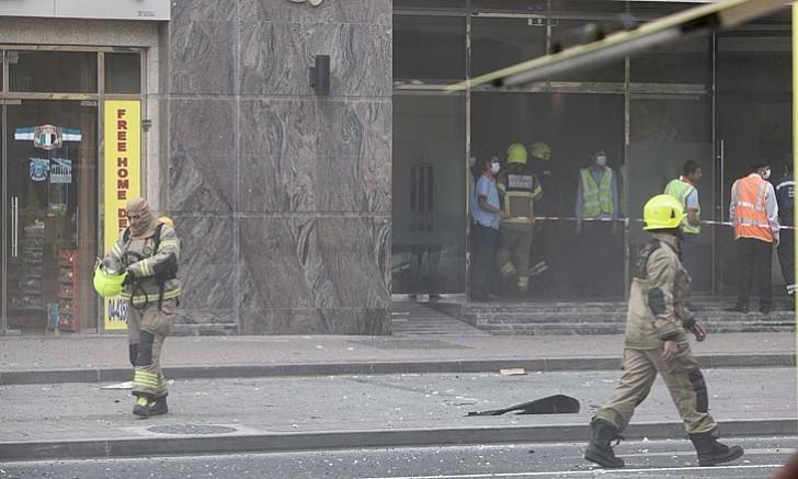 Tòa chung cư 75 tầng ở Dubai bốc cháy ngùn ngụt - ảnh 6