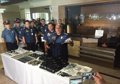 Philippines phá đường dây mua súng ám sát tổng thống