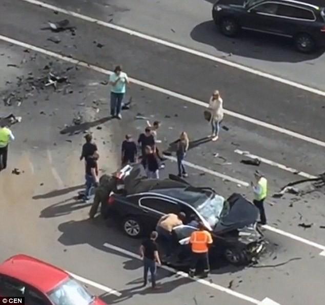 xe của tổng thống Putin bị đâm