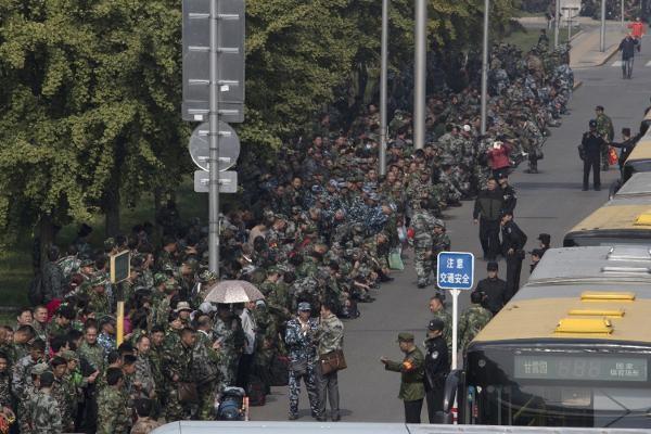 Hơn 1.000 cựu binh biểu tình ngoài Bộ Quốc phòng Trung Quốc