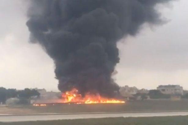 Hiện trường vụ rơi máy bay tại đảo quốc Malta