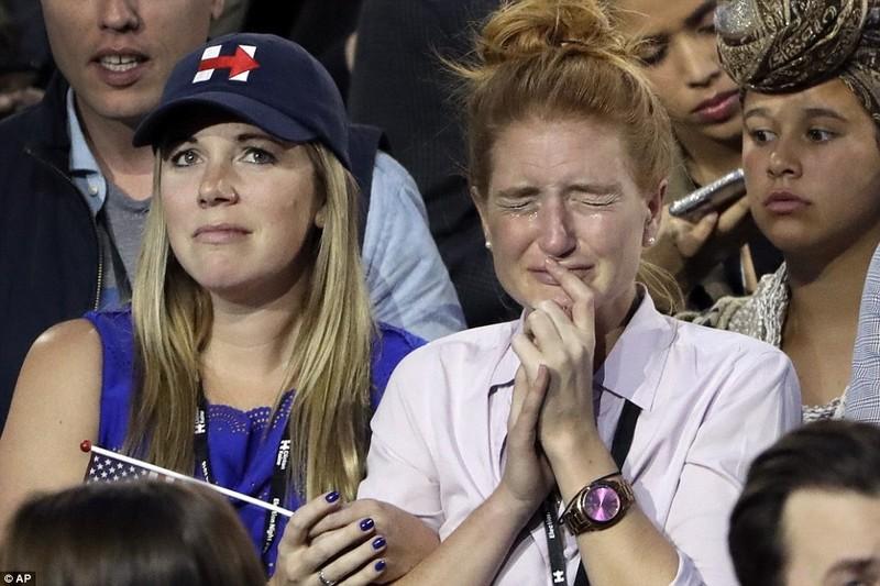 Chùm ảnh: Khóc cười cùng ông Trump và bà Clinton - ảnh 9