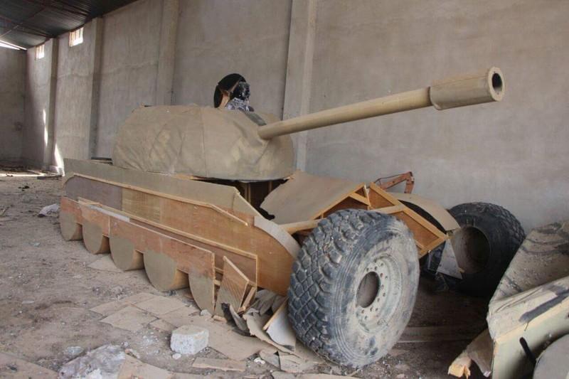IS dùng xe tăng gỗ