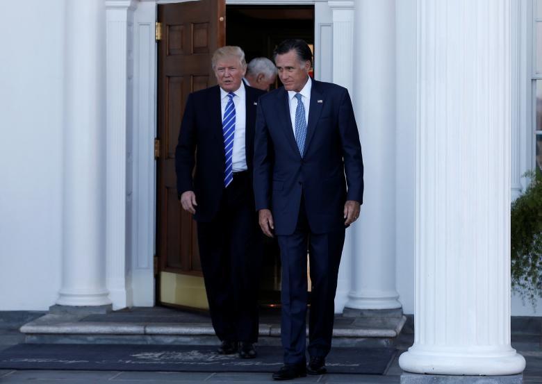 Tổng thống đắc cử Donald Trump và ông Mitt Romney