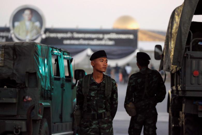 Vây ráp ngôi chùa ở Thái Lan, cảnh sát tìm thấy gì? - ảnh 1