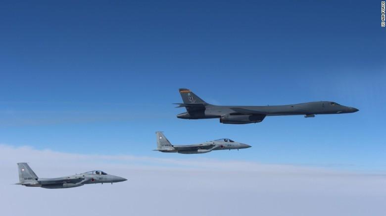 TQ cảnh báo máy bay ném bom Mỹ đi vào biển Hoa Đông - ảnh 1