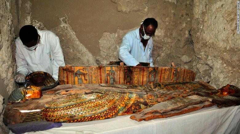 Ai Cập phát hiện 8 xác ướp ở ngôi mộ 3.500 năm tuổi  - ảnh 1