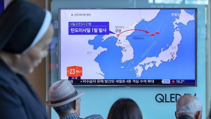 Triều Tiên 'chớp thời cơ' phóng tên lửa - ảnh 1