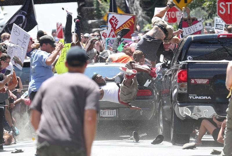 Bạo động ở Mỹ: Lao xe, rơi trực thăng, 3 người chết - ảnh 1