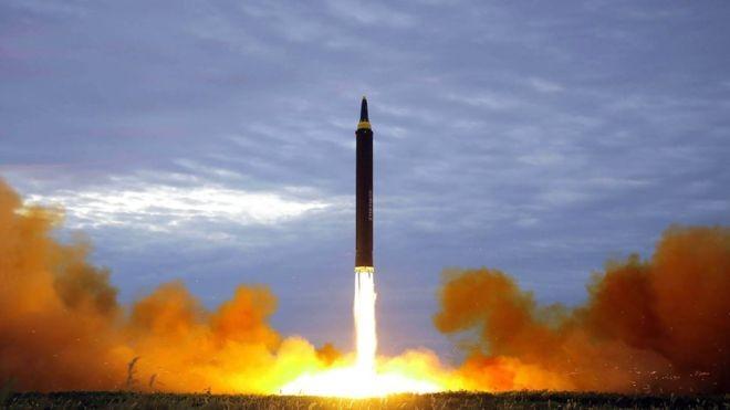 Lo ngại tên lửa Triều Tiên bắn trúng máy bay dân sự - ảnh 1