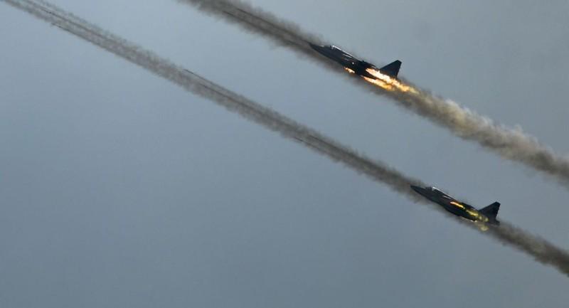 Phiến quân Syria bắn rơi máy bay Nga, sát hại phi công - ảnh 1