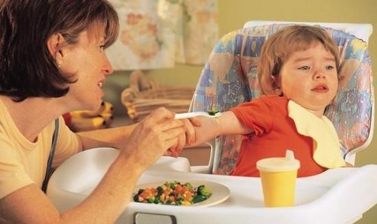 Trẻ biếng ăn: Chớ vội cho dùng thuốc - ảnh 1
