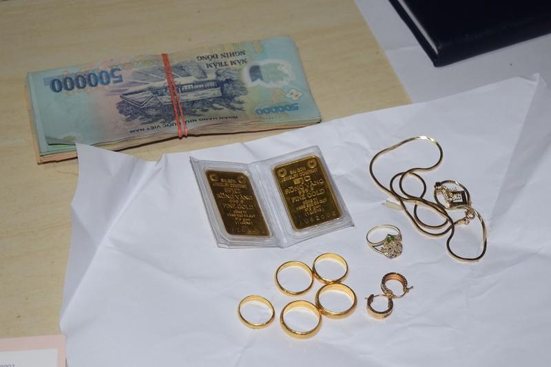 Người làm thuê trộm 70 lượng vàng để... gửi tiết kiệm - ảnh 2