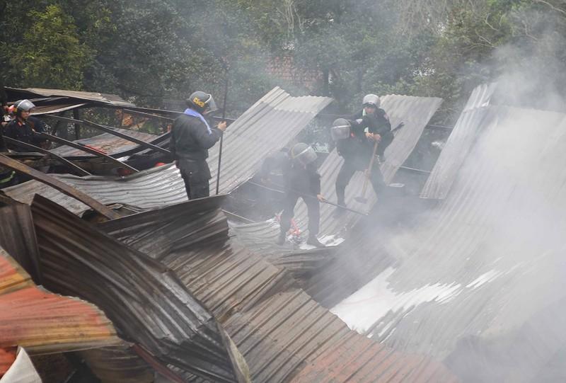 Cháy cơ sở hương trầm, 2 người bị thương - ảnh 2
