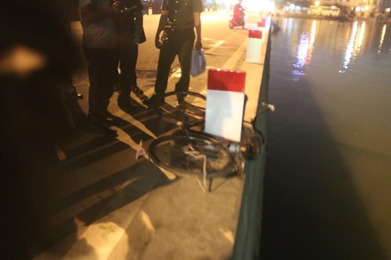 Người đàn ông đi xe đạp rơi xuống sông Hương tử vong - ảnh 1