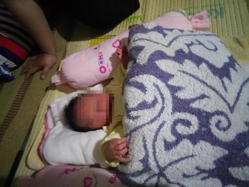 Phát hiện bé trai sơ sinh bọc trong bao nylon - ảnh 1
