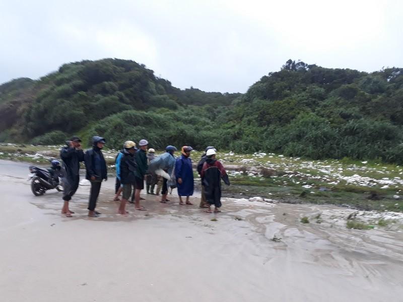 Phát hiện 1 thi thể không đầu ở bờ biển Quảng Trị - ảnh 1