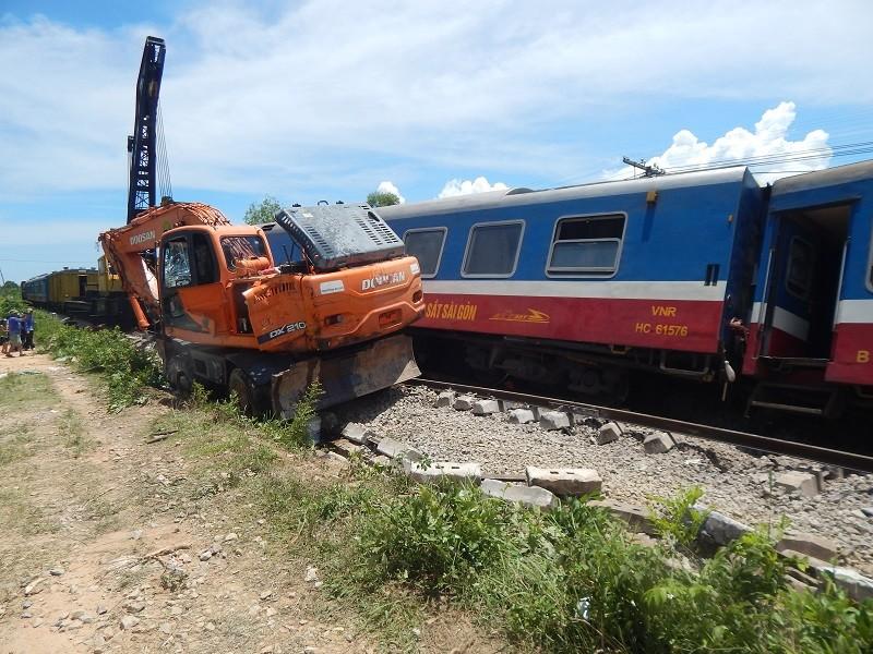 Hiện trường tàu SE3 bị lật tại Quảng Bình - ảnh 3