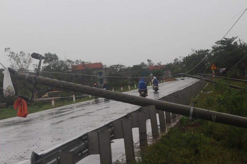 Chùm ảnh: Quảng Bình tan hoang sau bão số 10 - ảnh 4