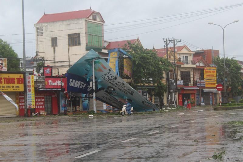 Chùm ảnh: Quảng Bình tan hoang sau bão số 10 - ảnh 11