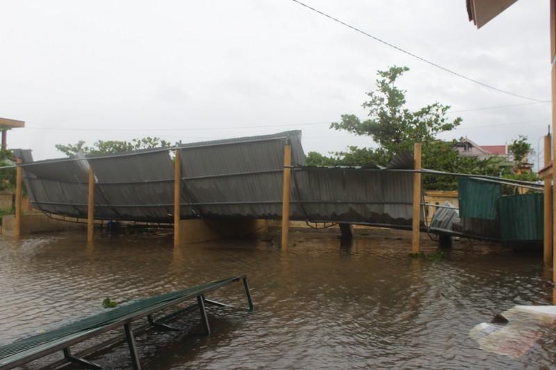 Chùm ảnh: Quảng Bình tan hoang sau bão số 10 - ảnh 9