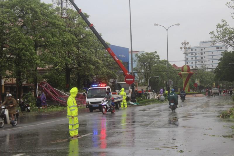 Chùm ảnh: Quảng Bình tan hoang sau bão số 10 - ảnh 3