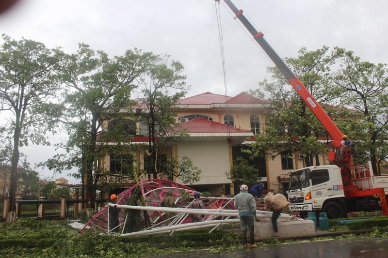 Chùm ảnh: Quảng Bình tan hoang sau bão số 10 - ảnh 6