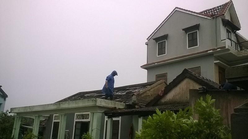 Huế: Hơn 100 nhà dân bị hư hại do bão số 10 - ảnh 1