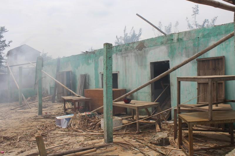 Phóng sự ảnh: Làng biển Quảng Bình xác xơ sau bão - ảnh 6