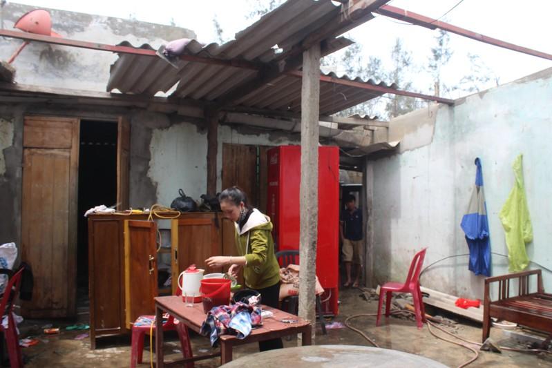 Phóng sự ảnh: Làng biển Quảng Bình xác xơ sau bão - ảnh 7
