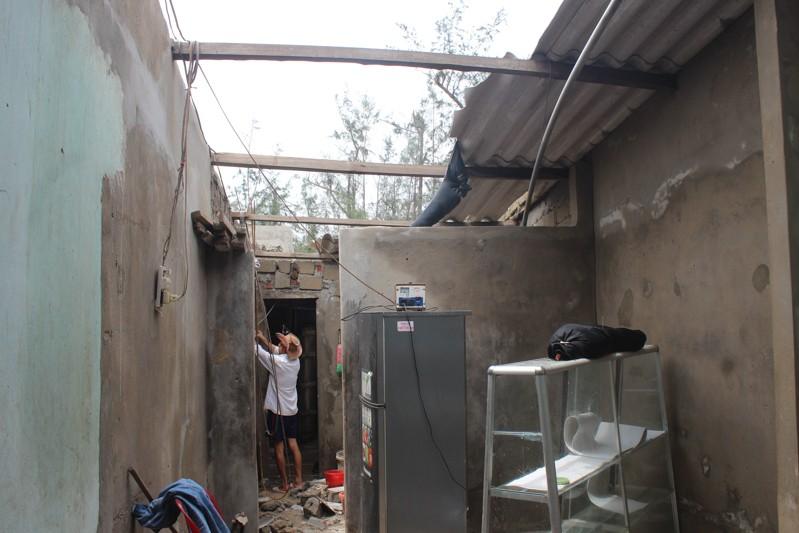 Phóng sự ảnh: Làng biển Quảng Bình xác xơ sau bão - ảnh 8