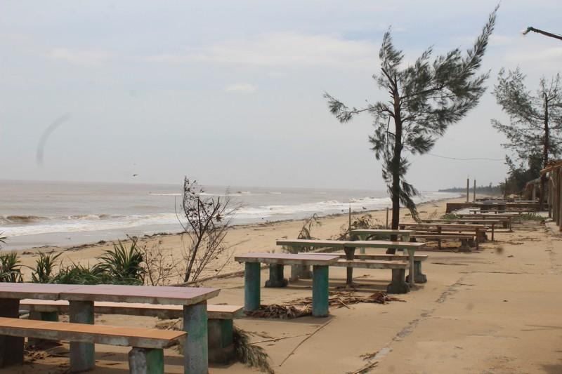 Phóng sự ảnh: Làng biển Quảng Bình xác xơ sau bão - ảnh 10