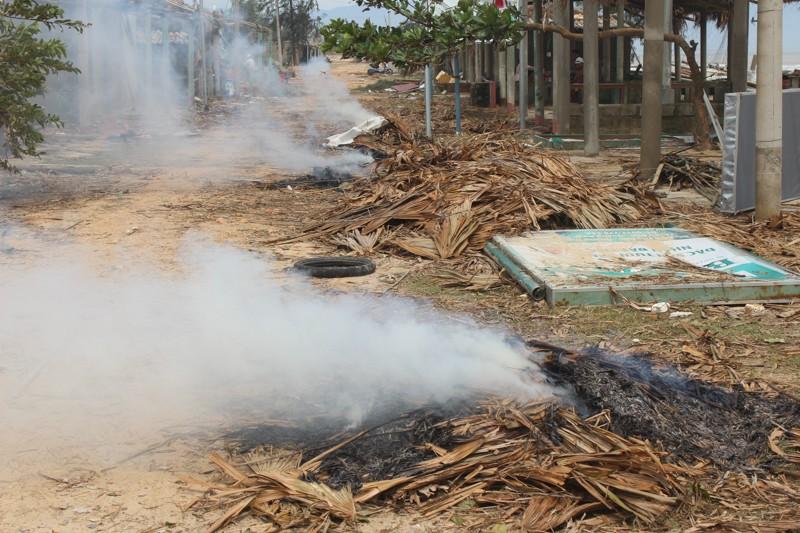 Phóng sự ảnh: Làng biển Quảng Bình xác xơ sau bão - ảnh 5