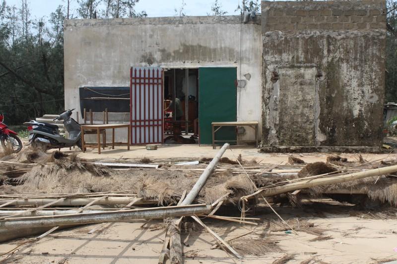 Phóng sự ảnh: Làng biển Quảng Bình xác xơ sau bão - ảnh 11