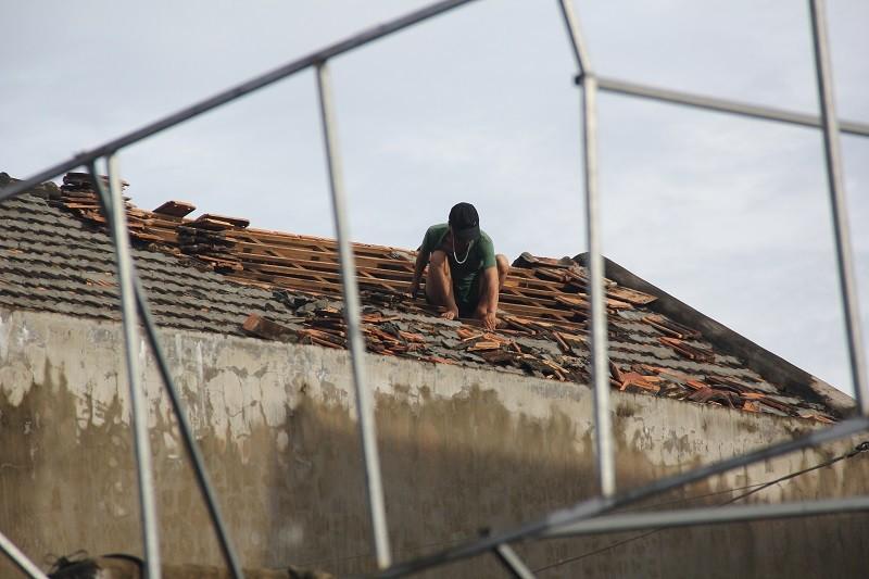 Quảng Bình dọn các đống ngổn ngang của bão số 10 - ảnh 7