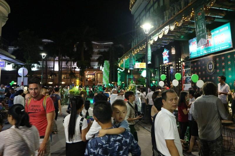 'Phố Tây' Huế hút khách đêm khai trương phố đi bộ - ảnh 12
