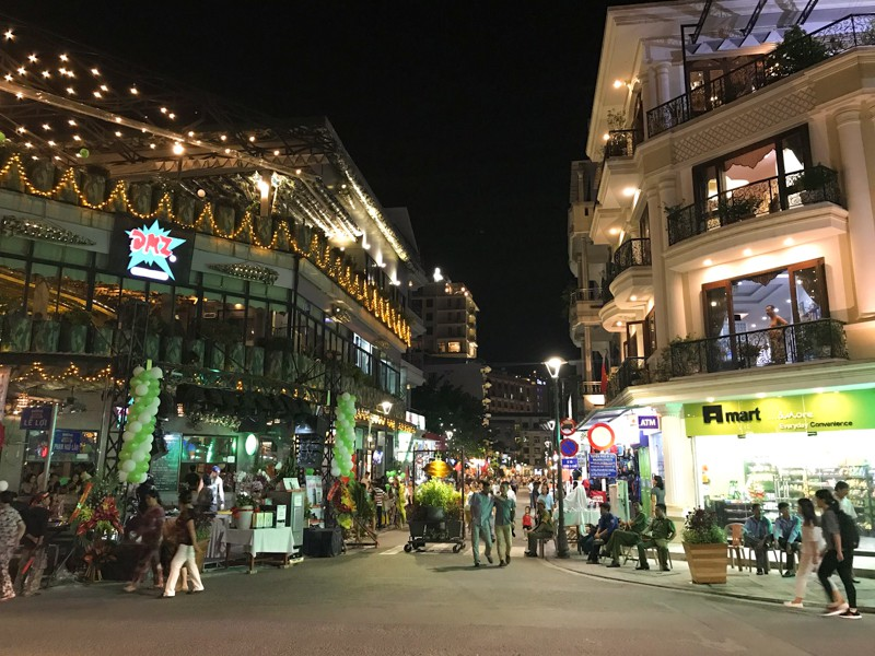'Phố Tây' Huế hút khách đêm khai trương phố đi bộ - ảnh 1