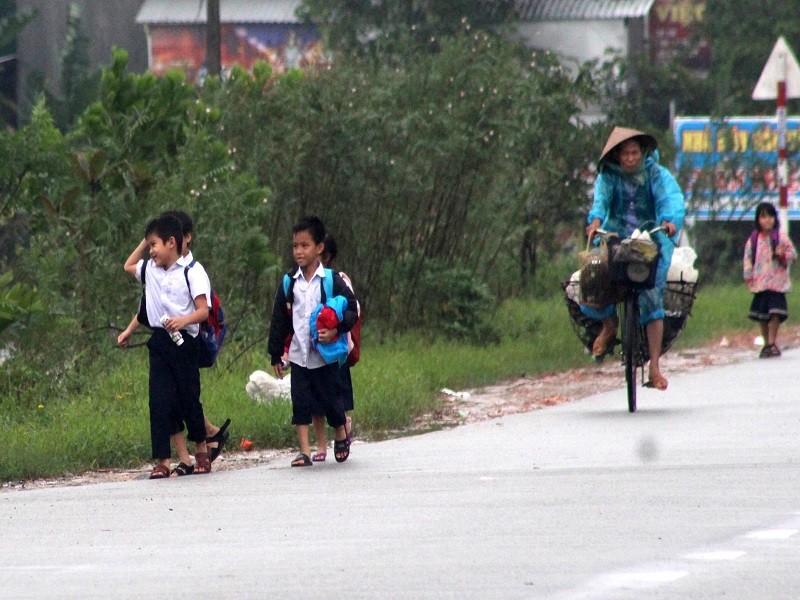 Thừa Thiên-Huế: HS nghỉ học vì thời tiết nguy hiểm - ảnh 1
